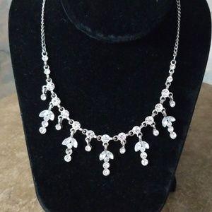Jewelry - Stunning crystal rhinestone dangle necklace
